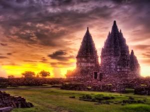 Камни, деньги или храм
